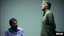 رضا کیانیان در نمایی از سریال تلویزیونی «پازل»؛ این مجموعه به سفارش وزارت اطلاعات تولید شد و داستانش با مسائل هستهای مرتبط بود.
