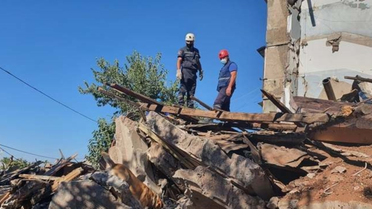 Взрыв в жилом доме в Ереване: здание частично обрушилось,, по меньшей мере, один человек погиб, еще один в критическом состоянии