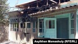 Пострадавший во время инцидента дом в селе Дихан Мактааральского района Южно-Казахстанской области. 2 августа 2016 года.