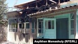 Дом, который подожгли неизвестные. Село Дихан, 2 августа 2016 года.