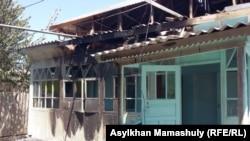 Пошкоджений будинок у селі Дікхан, Казахстан, 2 серпня 2016 року