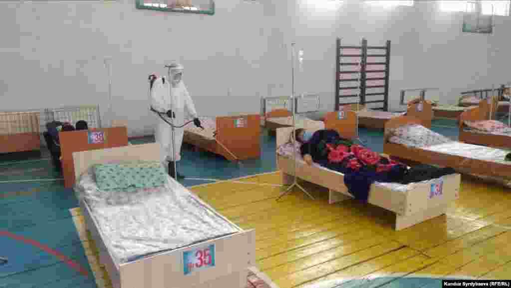 Айт күнү нөөмөткө чыккан Каракол шаарындагы медицина кызматкерлери.