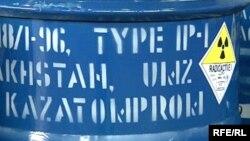 Бочка с радиоактивным материалом на территории Ульбинского металлургического завода в городе Усть-Каменогорске. Иллюстративное фото.