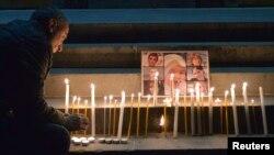 Архив -- Церемония зажжения свечей на площади Свободы в Ереване в память об убитых семи членах семьи Аветисян, 20 января 2015 г․