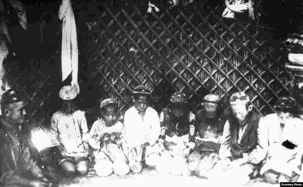 Киіз үйдегі дәріс. 19-ғасырдың соңы, 20-ғасырдың бас кезі.