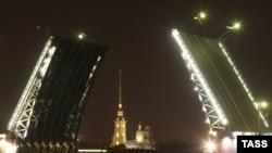 К открытию форума город засверкает новой подсветкой