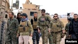 Низомиёни ИМА бо сарбозони Курд