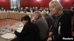 Новую систему ротации долго вырабатывали с четырьмя сотрудниками администрации президента и правозащитниками