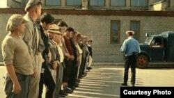 """Кадр зь фільму """"Апэрацыя Ы і іншыя прыгоды Шурыка"""""""