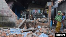 Здание, разрушенное во время землетрясения на острове Ломбок. Индонезия, 6 августа 2018 года.
