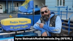 Український байкер Ашот Арушанов на своєму патріотичному трайку