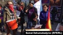 Феминистік ұйымдар шеруі. Бішкек, 8 наурыз 2017 жыл.