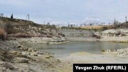 Водоснабжение Севастополя: что осталось от озера в Инкерманском карьере (фотогалерея)