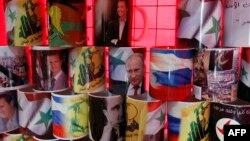 Кружки с портретами Владимира Путина и Башара Асада продаются в Дамаске.