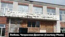 Аварийный вход в школу села Антоньевка Алтайского края