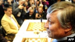 Chess Grandmaster Anatoly Karpov (right, in file photo) received a majority of the Russian Chess Federation's votes for the nomination.