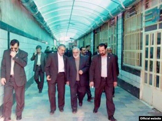 بازدید وزیر دادگستری از زندان کارون اهواز در دی ماه ۸۸