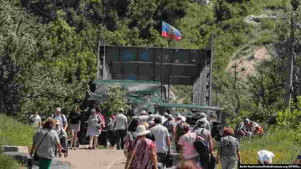 Так виглядає контрольований проросійськими силами міст і спостережна позиція, яка розташована найближче до українських силовиків. Про ремонт цього моста неодноразово заявляли у Мінську