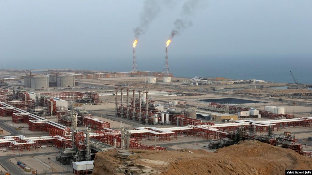 یک سوم برق تولیدی عراق توسط نیروگاههایی انجام میشود که سوخت آنها گاز وارداتی از ایران است. (میدان گازی پارس جنوبی در عسلویه بوشهر )