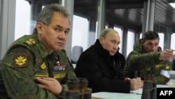 Президент России Владимир Путин во время военных учений на Кирилловском полигоне. 3 марта 2014 года.