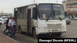 Қазақстандағы жолаушы автобусы. Көрнекі сурет.