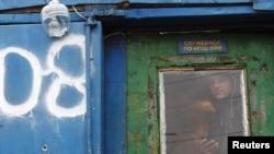 Оьрсийчоь -- Таджикистанера Москох балха баьхкина болу мигранташ арахьожуш бу цхьана хасстоьмаш бухкучу базаран кертахь лаьттачу лаппагIан корах, 11Лахь2011