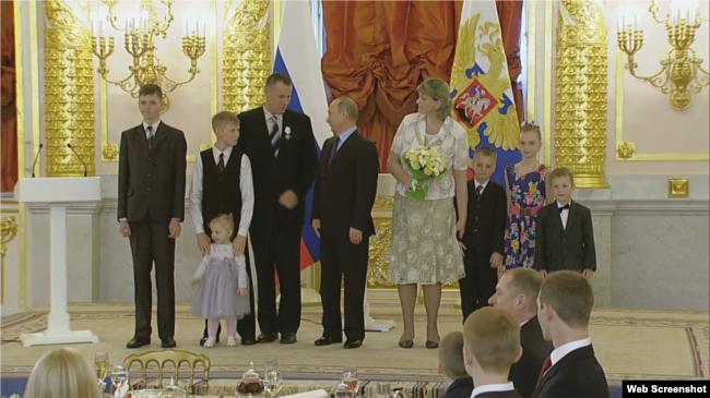 Extremists' In The Kremlin: Jehovah's Witnesses Honored By
