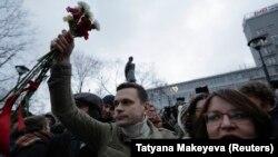 Муниципальные депутаты Илья Яшин и Юлия Галямина, подававшие иск к департаменту ЖКХ Москвы
