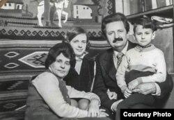 Михайло Горинь із дружиною Ольгою і дітьми