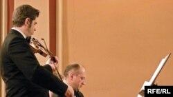 Violinistul Remus Azoiței și pianistul Eduard Stan în recital la Rudolfinum în Praga