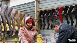 Орусияда соода түйүндөрүнө мигранттардан сатуучу коюга тыюу салынды.