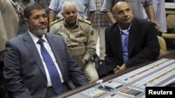 Morsi prije obraćanja na nacionalnoj televiziji, 23.11.2012.