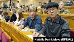 Ци Синчень (слева) и Дуань Маньтан (справа)
