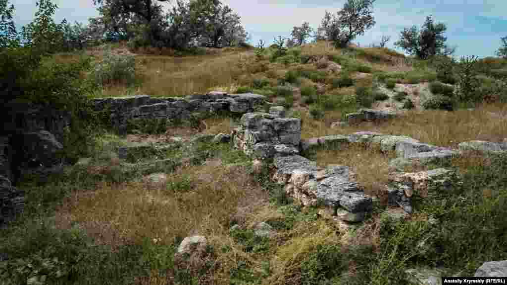 Городище засноване в середині IV століття до н. е. Воно було укріпленим поселенням і одним з форпостів хори (сільськогосподарської території) Херсонеса