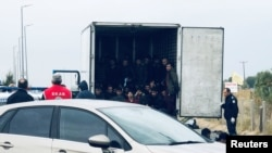 Мигрантите, превозвани в хладилния камион, са открити живи, а осем от тях са били с дихателни проблеми