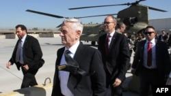 Министр обороны США Джеймс Мэттис после прилета в Багдад