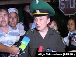 И.о. директора пограничной службы Казахстана Тургамбек Стамбеков. Ушарал, 26 июля 2012 года.