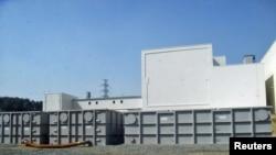"""Временные хранилища для радиоактивной воды, собранной на АЭС """"Фукусима-Дайичи"""""""