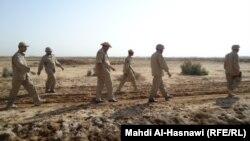 عناصر في وحدة متخصصة بإزالة الألغام في الناصرية