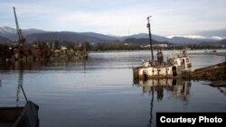 Железные обломки негативно влияют и на экологическую обстановку в береговой зоне