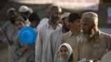 کارپوهان وايي، سره له دې چې پاکستان یو زرعي ملک دې او باید د خوراک ټول ضرورتونه پوره کړي، دغه هېواد له تېرو څو کالونو راهیسې د خوراک د کمي له خطر سره مخ دی.