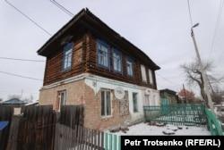 Жилой дом со спутниковыми антеннами российского телевидения. Петропавловск, Северо-Казахстанская область, 18 декабря 2020 года.