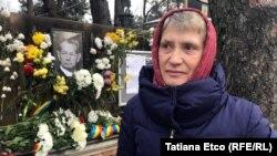 Adriana Căuşu a venit de la Truşeni, mun.Chişinău, ca să depună flori în memoria Regelui Mihai şi să semneze în cartea de condoleanţe