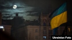 Майдан Незалежності в Києві в ніч з 13 грудня і 14 грудня 2013 року