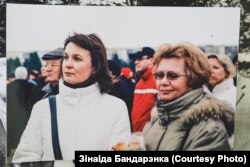 Зінаіда Бандарэнка (справа) з жонкай беларускага палітыка Андрэя Клімава Тацянай