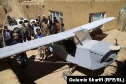 مردم و مقامهای محلی بامیان از ساخت این طیاره توسط داوود حسینی استقبال کردند