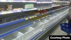прилавки многих магазинов в Крыму в последнее время оказались пустыми