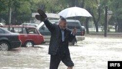 Yarım saat ərzində paytaxta aylıq norma həcmində yağış yağıb - 27 oktyabr 2006