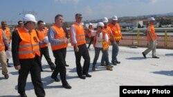 Kryeministri i Kosovës duke e inspektuar sektorin 7 dhe 8 të autostradës së Kosovës, 19 korrik, 2013