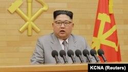 Ким Чен Ын жаңы жылдык сөз сүйлөп жаткан учур. Пхеньян, 1-январь, 2018-жыл.